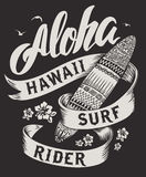 Aloha оформление с иллюстрацией surfboard для иллюстрации вектора печати футболки Иллюстрация вектора