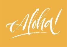 Aloha bokstäver Hand dragen text för kalligrafiborstepenna på ljus bakgrund Minsta inskrift för vykort unga vuxen människa Royaltyfria Foton