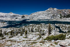 Aloha Lake in sierra Nevada Mountains di California Fotografie Stock Libere da Diritti