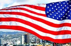Aloha Tower con la bandiera americana Fotografie Stock Libere da Diritti