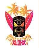 Aloha Vector-Illustration von tiki Maske mit Brandungsbrettern und hawaiischen Anlagen-und tropischenblumen Stockfotos