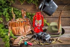 Alojamento da guarda florestal completamente do equipamento da caça Imagem de Stock Royalty Free