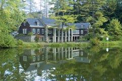 Alojamento da lagoa Fotografia de Stock