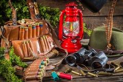 Alojamento de caça completamente do equipamento para caçar fotografia de stock