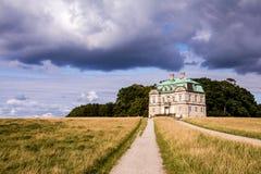 Alojamento de caça do eremitério Dyrehaven, Dinamarca fotos de stock royalty free