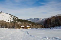 Alojamento de esqui nas montanhas Altay Fotos de Stock Royalty Free
