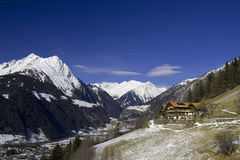 Alojamento do campo no Apls austríaco Imagens de Stock