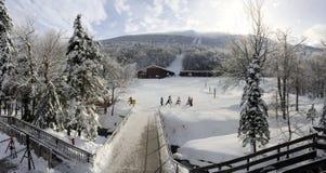 Alojamento do esqui foto de stock