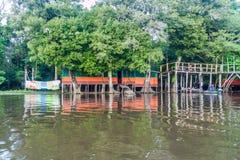 Alojamento do turista do beira-rio fotos de stock royalty free