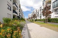 Alojamento moderno na cidade Imagens de Stock Royalty Free