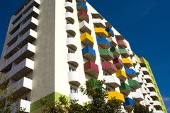 Alojamento social, alojamento urbano, balcões coloridos Imagens de Stock Royalty Free