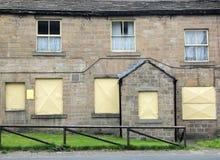 Alojamento terraced abandonado Derelict em Inglaterra imagem de stock royalty free