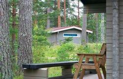 Alojamentos de madeira na floresta Imagens de Stock
