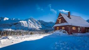 Alojamiento caliente en montañas frías del invierno, Tatras Fotografía de archivo libre de regalías
