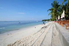 Alona Beach efter soluppgången i den Panglao staden, Filippinerna Royaltyfri Fotografi
