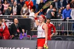 Alona Ostapenko, durante jogo redondo do grupo II do mundo o primeiro entre a equipe Letónia e a equipe Eslováquia foto de stock royalty free