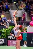 Alona Ostapenko, durante juego redondo del grupo II del mundo el primer entre el equipo Letonia y el equipo Eslovaquia foto de archivo