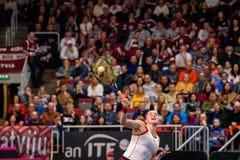 Alona Ostapenko, pendant jeu rond du groupe II du monde le premier entre l'équipe Lettonie et l'équipe Slovaquie images stock