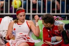 Alona Ostapenko under den första runda leken för världsgrupp II mellan laget Lettland och laget Slovakien royaltyfri bild