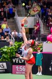 Alona Ostapenko under den första runda leken för världsgrupp II mellan laget Lettland och laget Slovakien arkivfoto