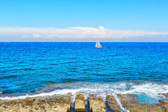 Alone boat in the ocean Royalty Free Stock Photos