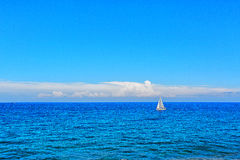 Alone boat in the ocean Royalty Free Stock Photography