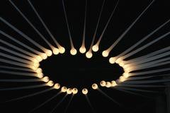 Alone delle luci elettriche e dei fasci nell'oscurità Immagine Stock Libera da Diritti