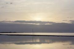 Alone di alba sopra le montagne ed il mar Morto Fotografie Stock Libere da Diritti