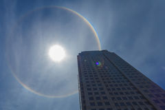 Alone di Sun in cielo blu Fotografia Stock Libera da Diritti