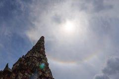 Alone di Sun fra la pagoda Fotografia Stock