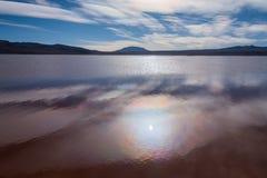 Alone di Sun nell'acqua della laguna Immagini Stock