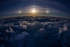 Alone lunare delle collinette Baikal del ghiaccio Fotografia Stock