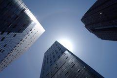 alone solare con le costruzioni moderne Fotografie Stock Libere da Diritti