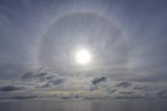 Alone sopra panorama nuvoloso dell'oceano Fotografie Stock Libere da Diritti