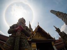 Alone stupefacente del sole al kaew di phra del wat, Bangkok, Tailandia Immagine Stock