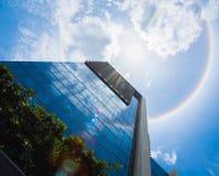 Alone stupefacente del sole sopra la costruzione Immagini Stock Libere da Diritti