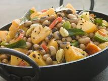 aloo lobia curry na czarnej fasolki się ziemniaka Obrazy Stock