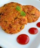 Aloo tikki chaat印地安街道食物 库存图片