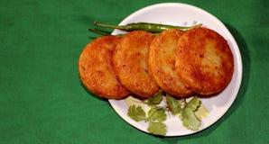 Aloo Tikki o Fried Potato Patties Immagini Stock Libere da Diritti