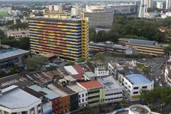 ALOR SETAR MALAYSIA, 9 JANUARI 2018: Cityscapes för flyg- sikt av den Alor Setar staden som lokaliseras på nordliga halvöliknande Royaltyfri Foto