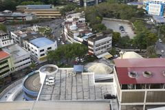 ALOR SETAR MALAYSIA, 9 JANUARI 2018: Cityscapes för flyg- sikt av den Alor Setar staden som lokaliseras på nordliga halvöliknande Arkivfoton
