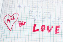 Alors ce qui font les écoliers pensent au jour des amants Photo stock