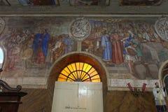 Aloysius Church MANGALORE: 3 ottobre 2011: Pitture sul soffitto e sulle pareti di Aloysius Church a Mangalore Immagini Stock