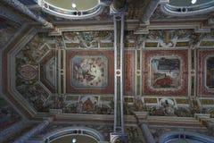 Aloysius Church MANGALORE: 3 ottobre 2011: Pitture sul soffitto e sulle pareti di Aloysius Church a Mangalore Immagine Stock