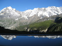Alp-Aholic bezinningen stock foto