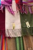Alpagowi Scarves przy sklepem w losie angeles Paz, Boliwia Zdjęcie Stock