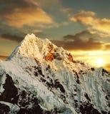 alpamayo美好的峰顶 免版税库存图片