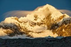 Alpamayo-Spitze in Nationalpark Huascaran in Peru lizenzfreies stockfoto
