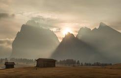 Alpe di Siusi, cresta della montagna in montagne delle dolomia L'Italia, regione alpina Tirolo del sud, stazione sciistica Fotografia Stock Libera da Diritti