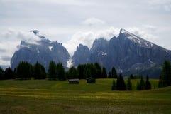 Alpe idilliaca meravigliosa e montagne distintive nel Tirolo del sud Immagine Stock Libera da Diritti